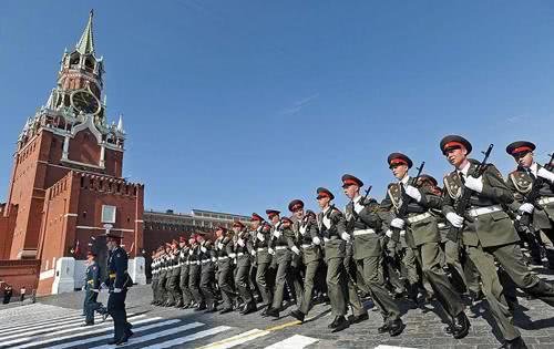 欺负俄罗斯碰到硬钉子,普京下令出剑报复,美媒抱怨俄过度用强