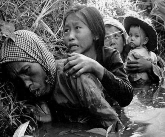 越南九旬老妇人,60年来抱着日军衣物睡觉,儿子恨之入骨