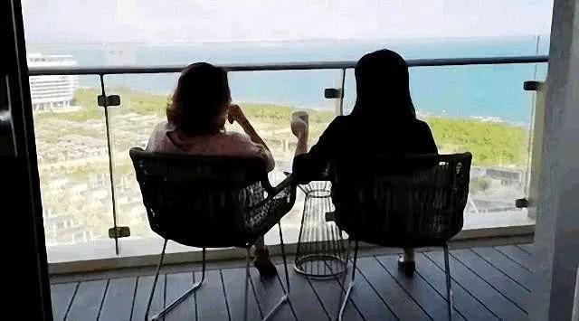 少女感十足的假期穿搭,休闲当道,舒适自在