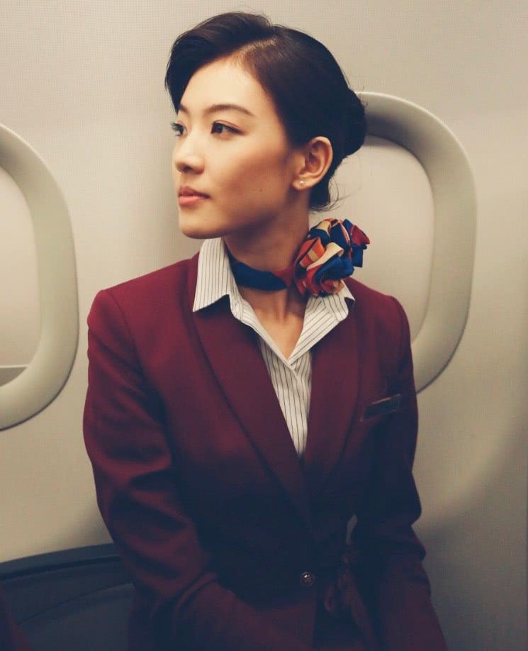 """《中国机长》带不火的""""空姐"""",穿连体装亮相,这腿太优越了!"""