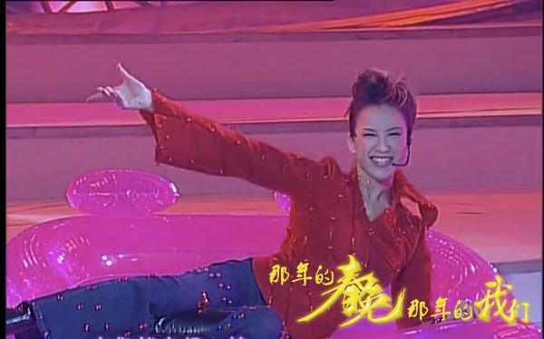 最经典的01年春晚,李玟劲歌热舞美出天际,卖拐经典再难复制