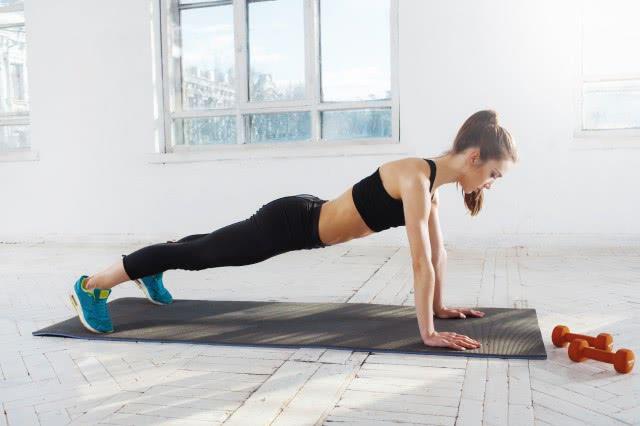 俯卧撑每天做还是隔天做新手如何快速掌握核心方法
