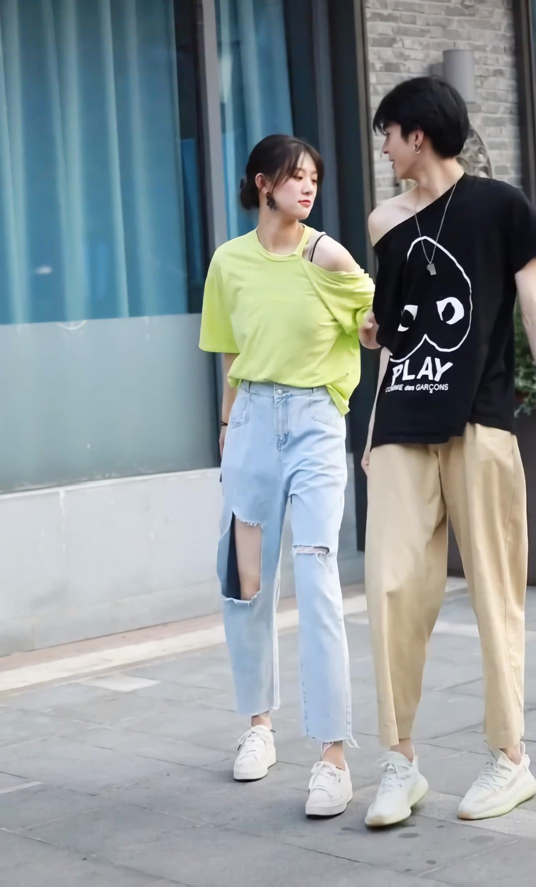 """现在女孩都喜欢这种""""大破洞裤""""?看着怪怪的,但凉快是真的"""