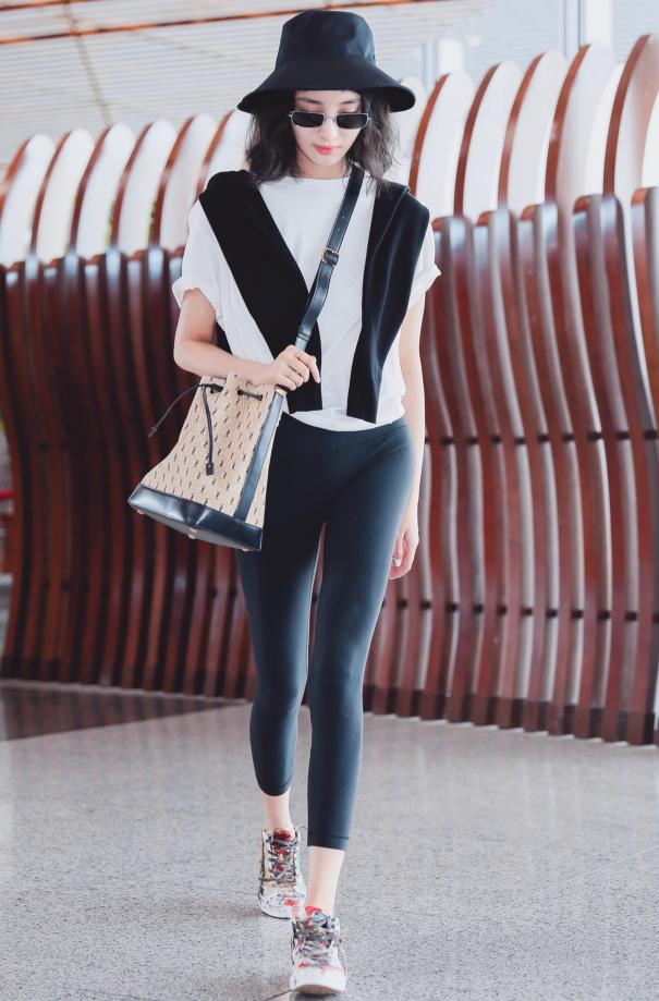 """王紫璇是第一个拿铅笔裤当""""瑜伽裤""""穿的人,网友:腿精了解一下"""