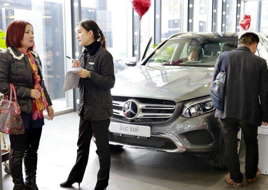 买新车最该向4S店要的5大赠品!你不提他们不给,送个车膜完事