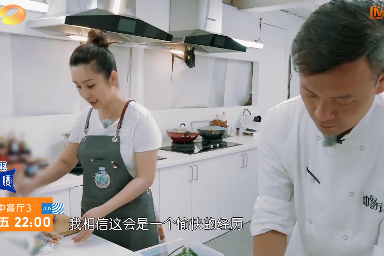 《中餐厅》秦海璐被烫伤,有谁注意她解决的方法?太让人揪心了!