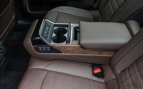 <b>车长5米配顶尖底盘,一箱油1千Km,比凯美瑞还廉价,却没人要</b>
