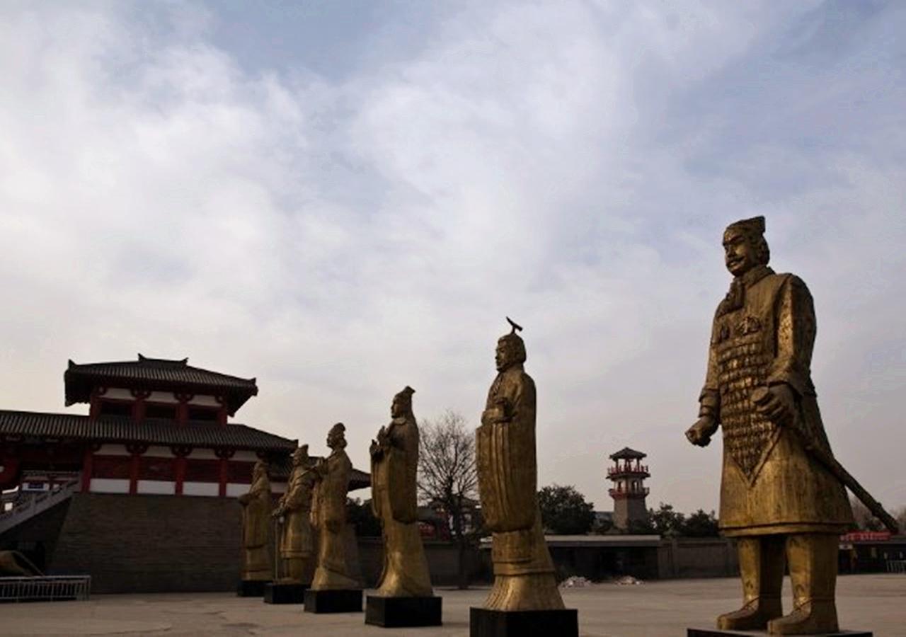 秦始皇缴六国兵器铸12铜人,为何纵容这个女人拥有私人武装?