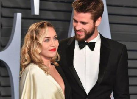 又有一对明星夫妇宣布离婚,完婚不到一年,麦莉首次晒照尽显沧桑