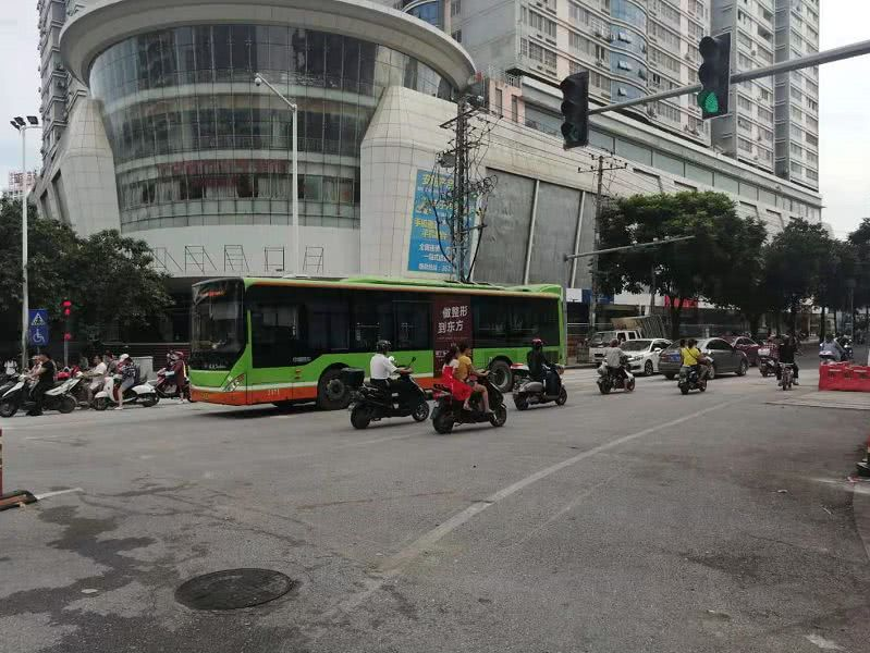 好消息!全围施工整修的南宁人民东路今天上午通了!
