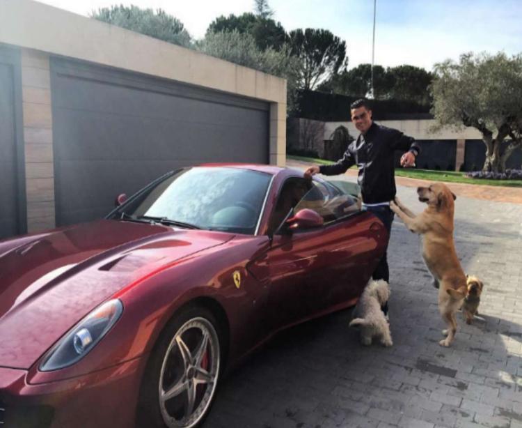 年薪7亿的超级巨星,布加迪亲自为他定制超跑,车上直接刻他名字