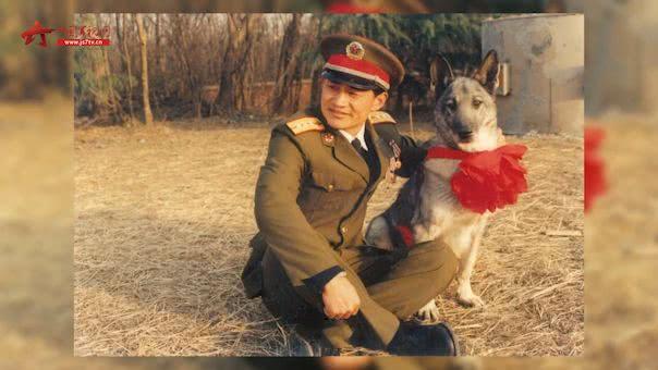 功勋犬患病离世 老兵放声痛哭:它是我的救命恩人