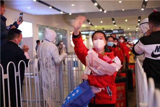 湖南省胸科医院支援湖北医疗队员回家,这就是最美的模样