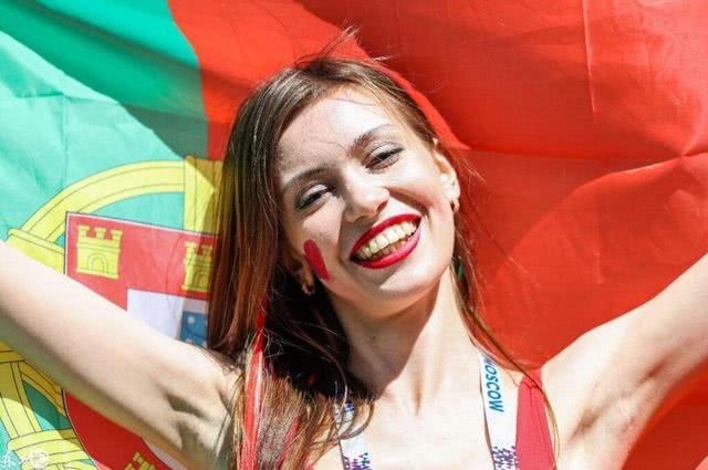 非洲最美的白人国家,街头遍地是混血美女,唯独看不到一个黑人