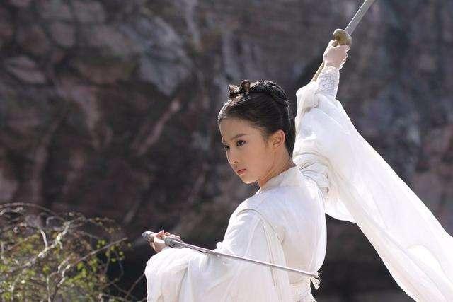 黄蓉对战李莫愁,明明李的武功远超黄,为何赢的是黄蓉,答案很简单