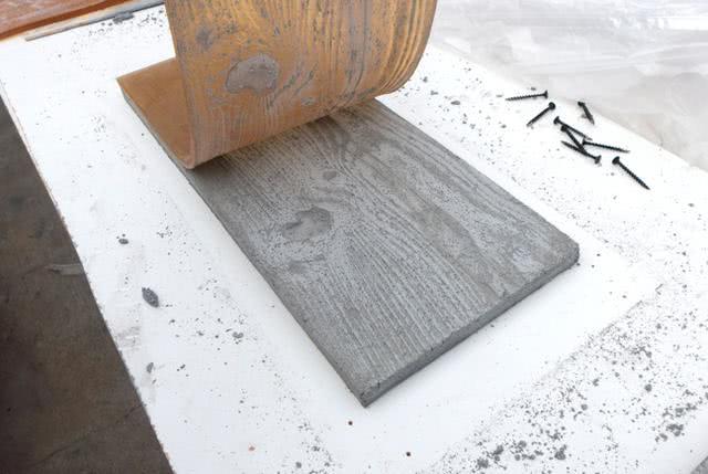 旧木板3步一改变模板,国外拿它做地面,水泥地变木地板!效率快