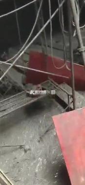 满地都是泥水!快报记者深入地铁5号线施工现场!工人讲事故经过
