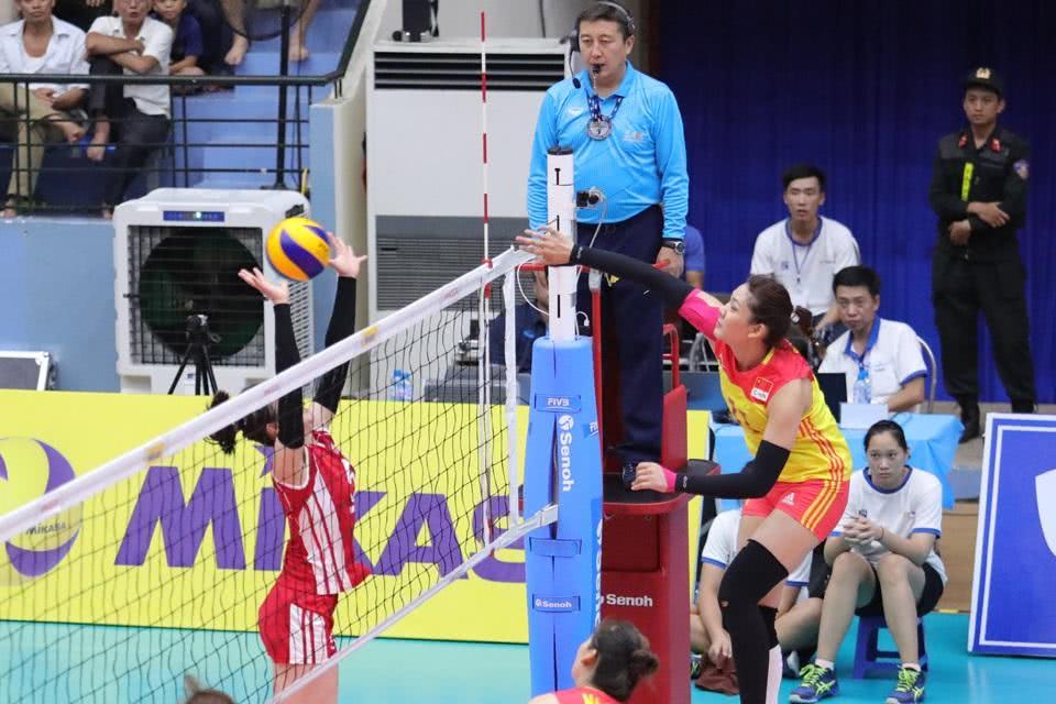 创U23亚锦赛一纪录!中国女排参赛就夺冠,神秘之师爆冷揽银牌