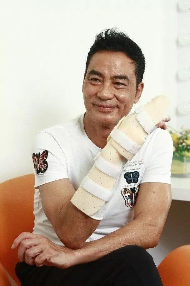 影帝任达华遇袭留下永久性伤疤 手指活动难以彻底康复