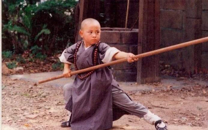 娱乐圈最忙童星,年纪不大已拍60多部戏,15岁身高一米八