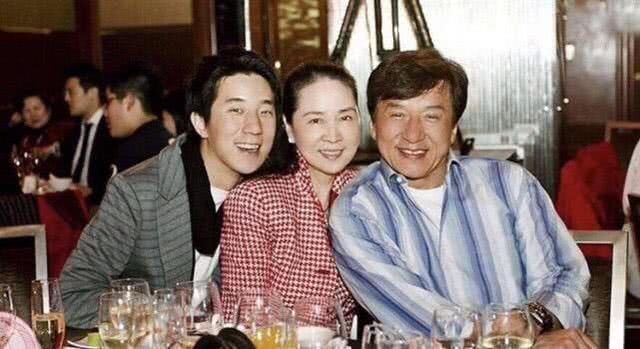 <b>林凤娇66岁了,掌管几十亿家产却不懂得打扮,今过得像朴实太太</b>