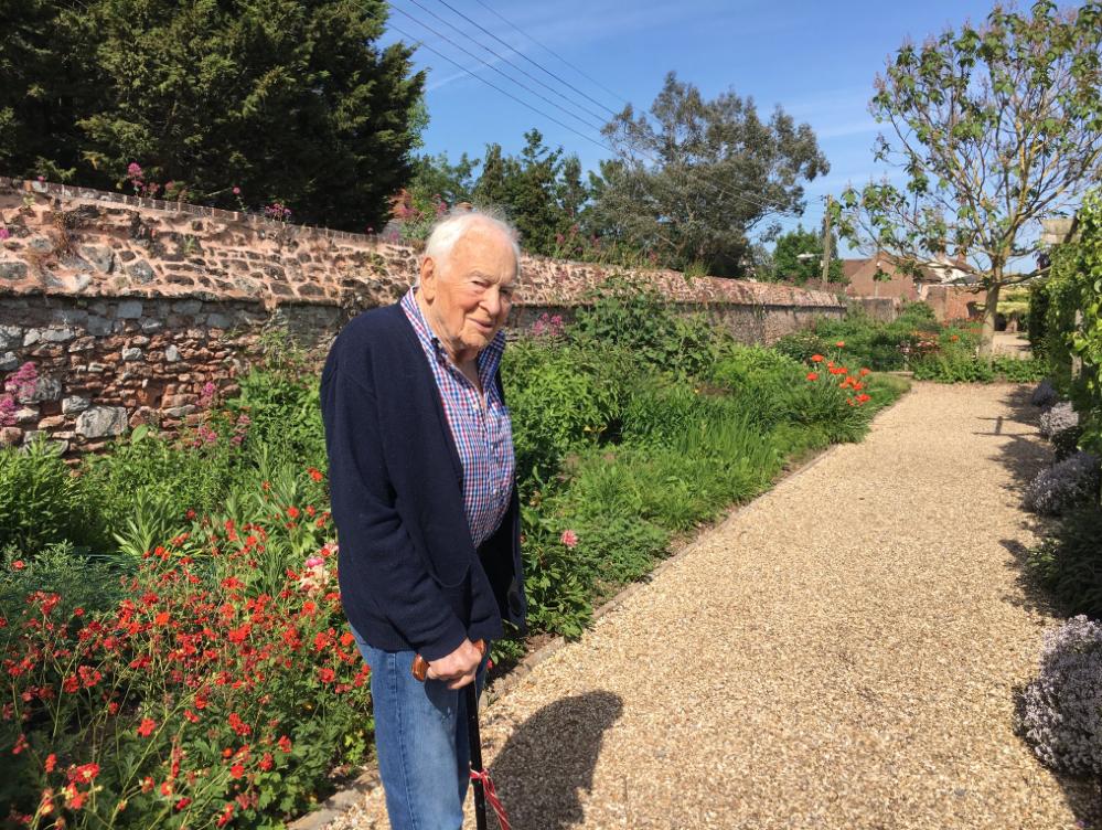 英国资深男演员于今日去世 享年95岁