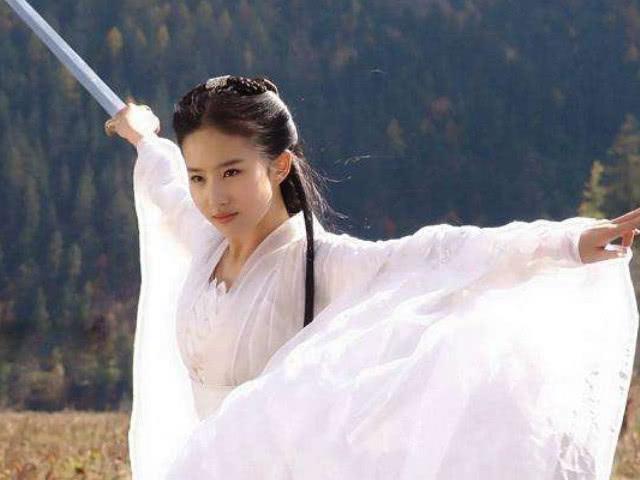 娱乐圈的四大古装美女,刘亦菲理所当然,第一名竟是她?