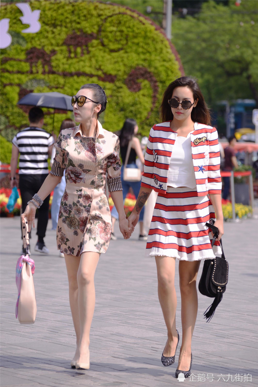 <b>两位时尚的姐姐,无论是色彩还是高跟鞋,都搭配的很美</b>