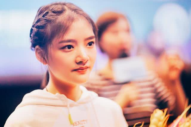 别人19岁还在上学,她19岁已经是女主了,新剧演凯凯王的女儿