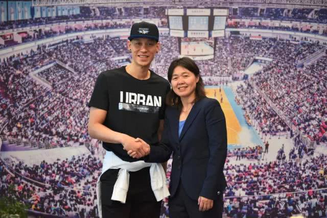 """林书豪用""""大角色""""形容以外援身份在中国打球,他感到大有作为!"""