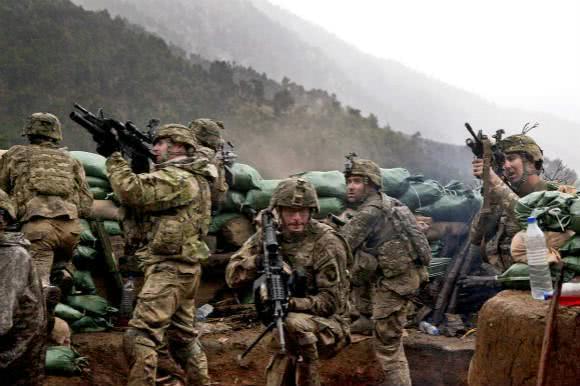 首都枪战,阿富汗局势失控,美战机轰炸塔利班,特朗普计划泡汤