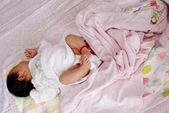 孩子睡觉喜欢蹬被子的3大原因,父母怕孩子冷,成最大原因