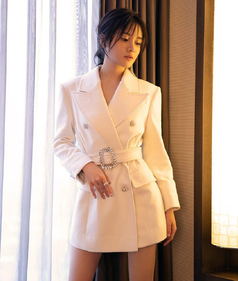 """她是""""长安第一千金""""王韫秀,戏外穿西装裙温柔又霸气,太可了!"""
