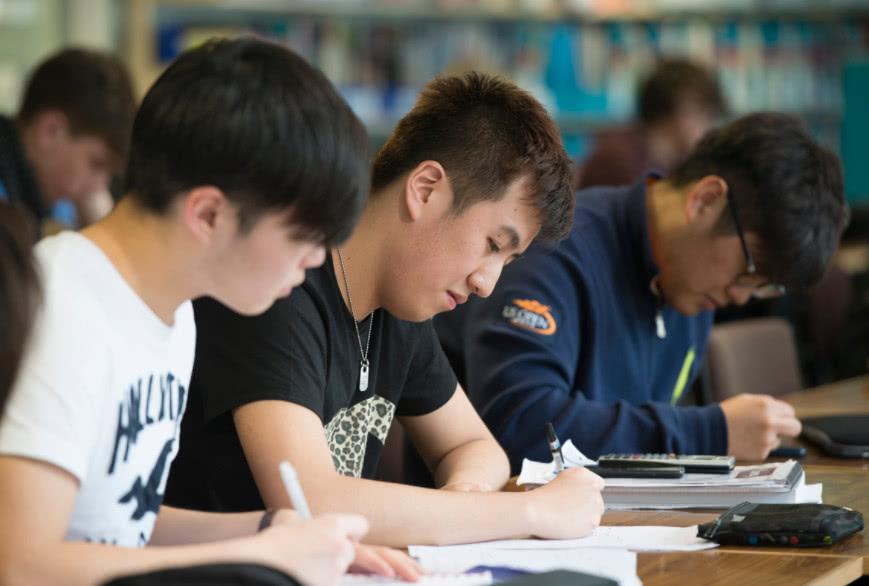 5名高考生被川师大录取,3小时被退档,网友:拜托招生办长点心