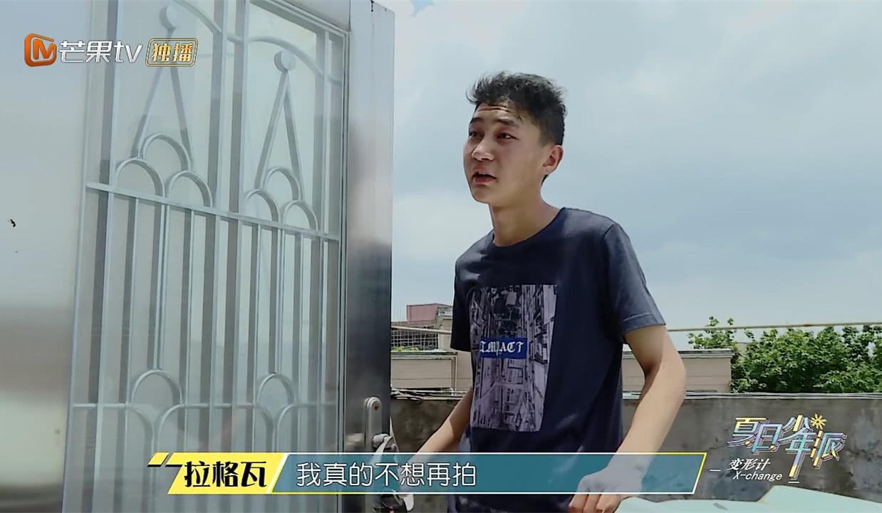 <b>《变形记》农村少年足球被收大发雷霆,看到他�家房子,实在太心酸</b>