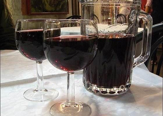 <b>葡萄大量上市了,教你在家自制葡萄酒,简单3步,2分钟学会</b>