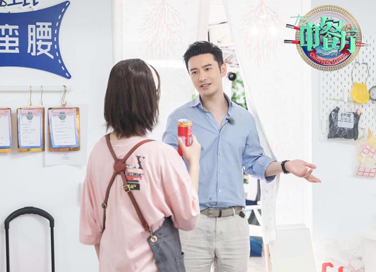"""26岁杨紫穿粉色T恤配背带裤,很有""""佟年""""的感觉!少女心满分"""