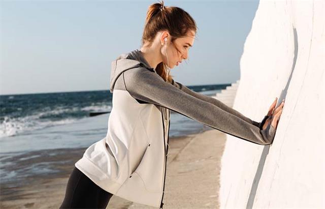 标准俯卧撑、弓步、深蹲做的太吃力?试试这9种变式,效果同样好