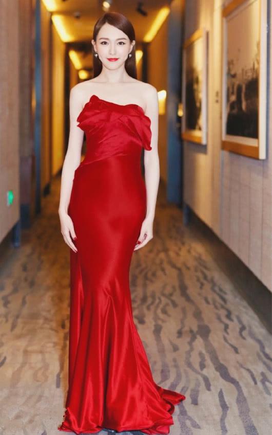 <b>盛夏清甜风,不爱黑裙爱红裙,古力娜扎李菲儿对它钟情有加</b>