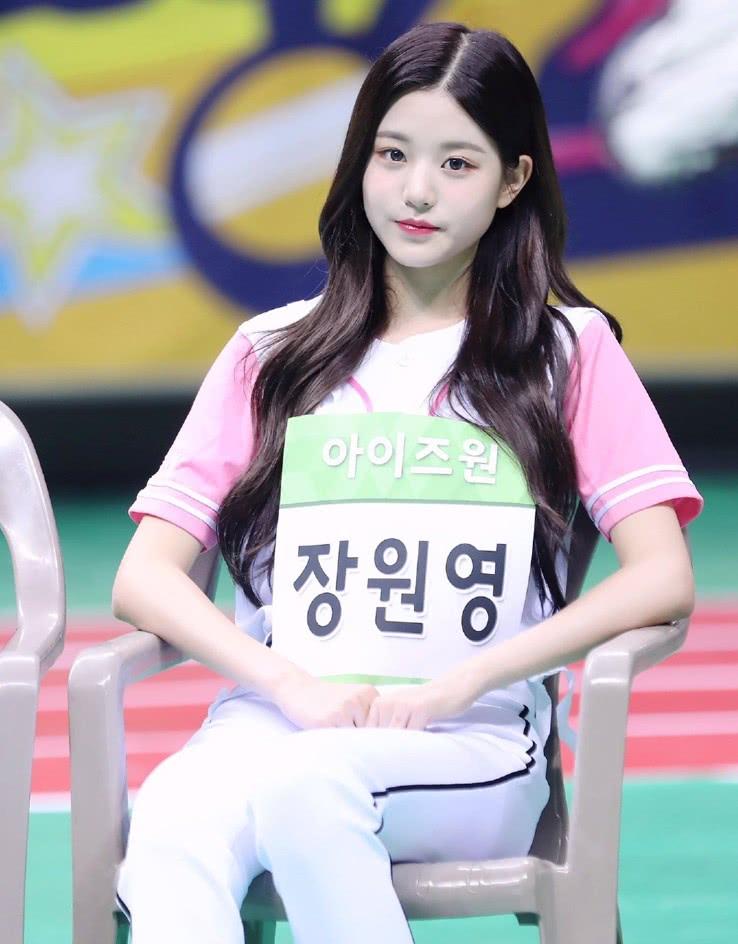 """这个小姐姐只有15岁,却拥有""""逆天""""长腿,她才是南韩腿精吧!"""