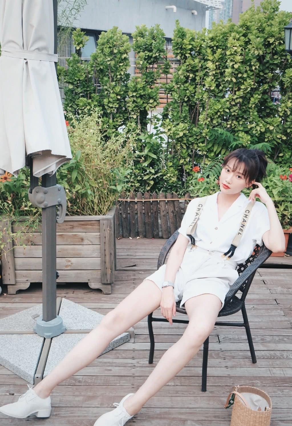 女艺人李斯羽甜美休闲时尚写真
