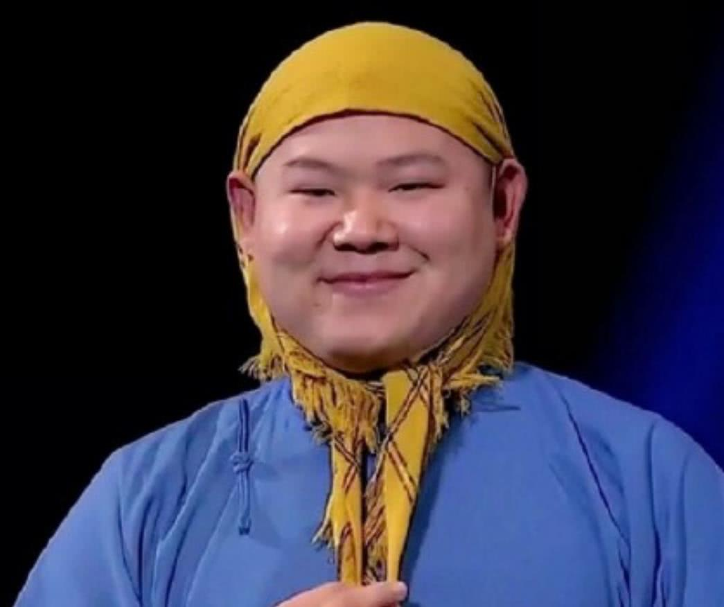 有种缘分叫烧烤哥撞脸岳云鹏,年龄体重都相似,网友:这谁能分清