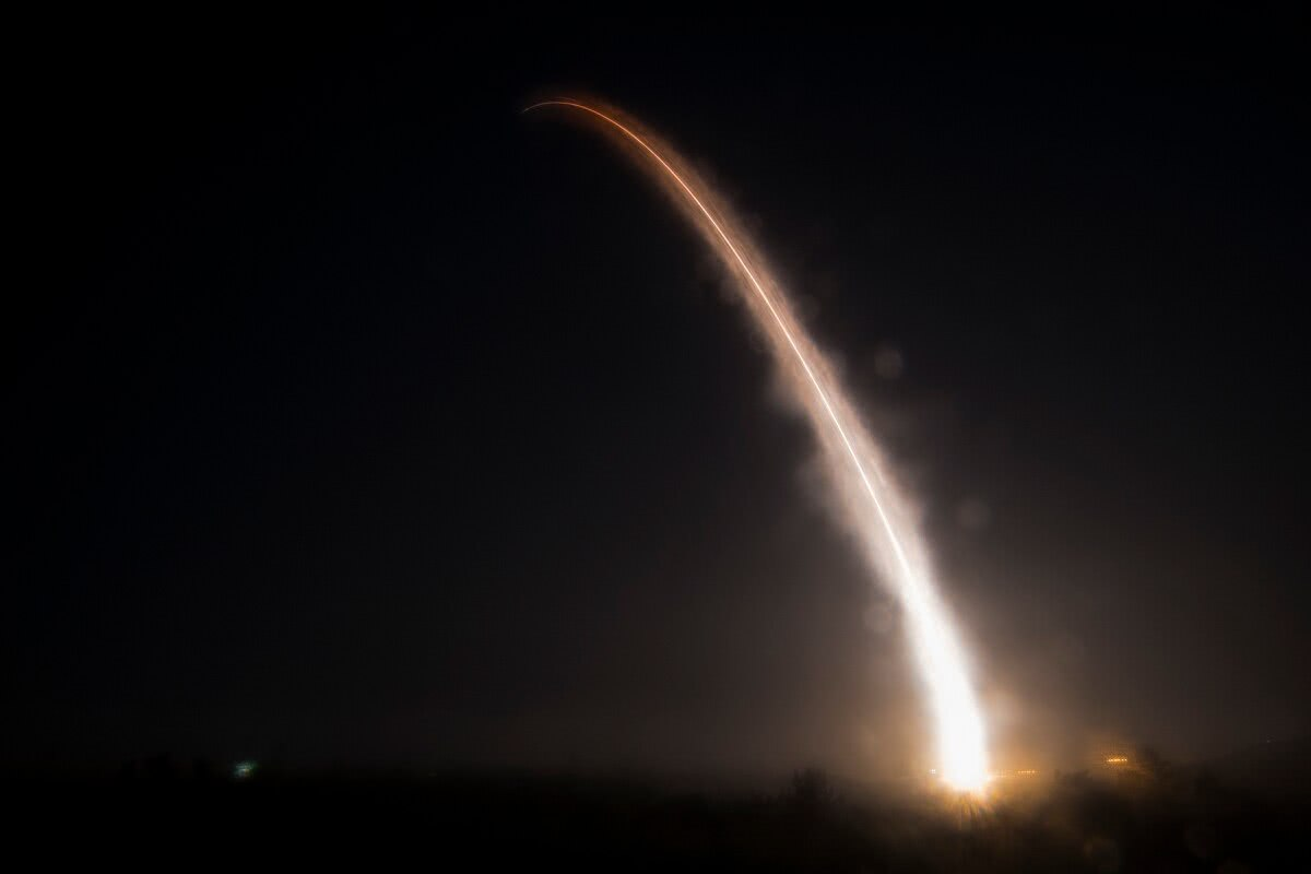新一代洲际导弹遭重挫,军工巨头强行介入,请军方出手走后门