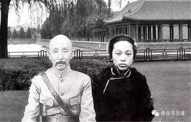 """""""东北王""""张作霖为何最怕大女儿张首芳?"""