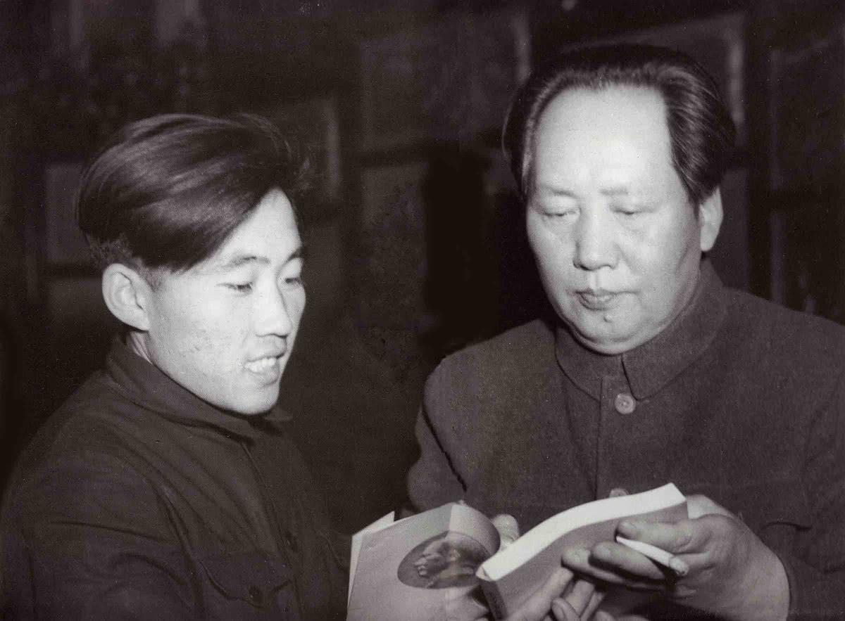 世界上独逐一本毛主席亲身签名的《毛选》,为甚么送给他?