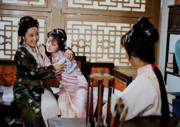 红楼梦里,薛宝钗的父亲叫什么,曹雪芹为何只字不提?