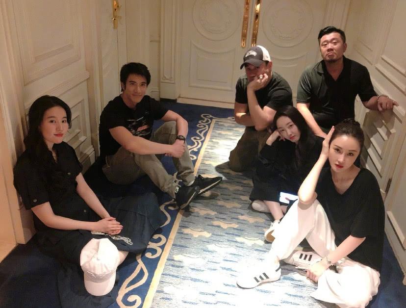 <b>刘亦菲景甜同框,生图两人颜值亮了!</b>