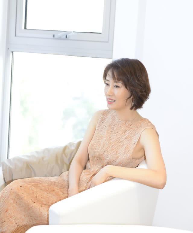 <b>刘敏涛从来不装嫩,打扮知性大气,骨子里有东方女人的古典美!</b>