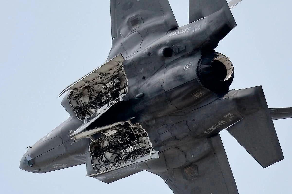 F35配备新型导弹,二百公里外猎杀S400,性能超过歼20?
