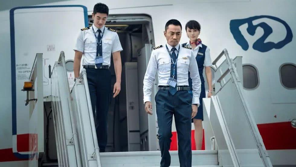 国庆档三强变双巨头,暂时落后的《中国机长》还会逆袭吗?
